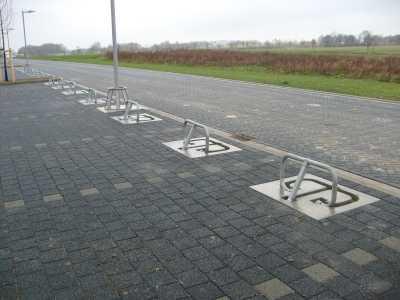 Parkeerbeugels omklapbaar met betonplaat