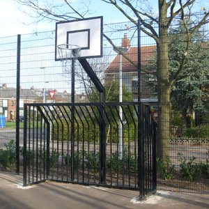 Basketbalbord met voetbalgoal
