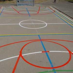wegmarkering sportveld