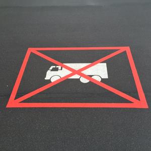 Wegmarkering verboden voor vrachtwagens