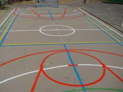 Wegmarkeringen sportveld