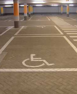 Wegmarkeringen invalideparkeerplaats