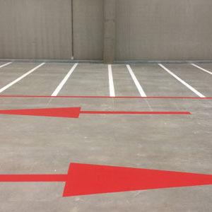 wegmarkeringen rode bewegwijzeringspijlen