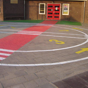 wegmarkeringen verzamelplaats-schoolplein