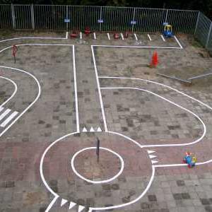 Belijning verkeersplein op schoolplein