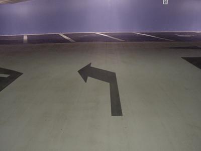 bewegwijzering wegmarkering pijl zwart