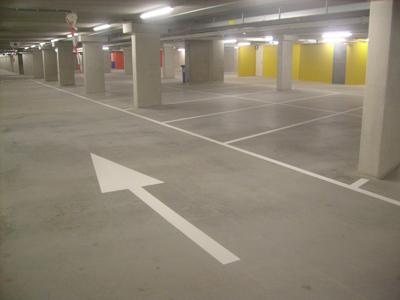 lijnen belijnen parkeergarage