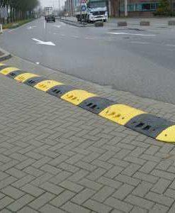 Verkeersdrempel gerecycled kunststof