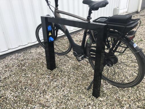 Fietsaanleunbeugel Carré voor E-bike